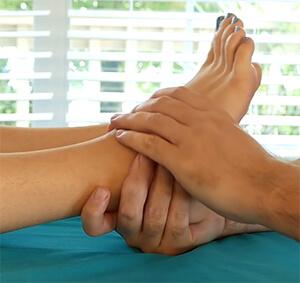 Массаж голеностопного сустава при лечении артрита ног
